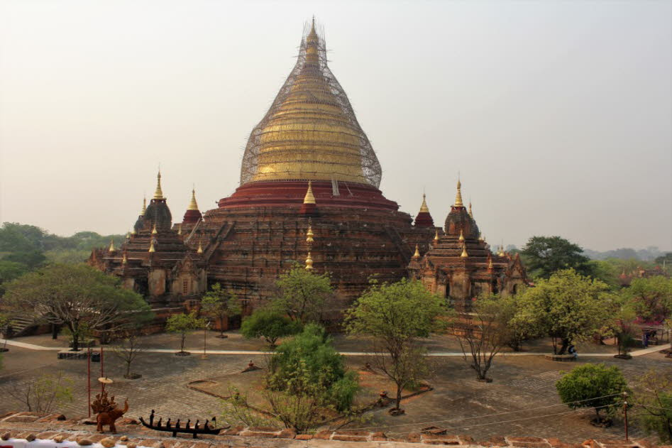 Shwezigon Pagode  in  Bagan